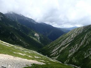 下に赤石岳との谷間