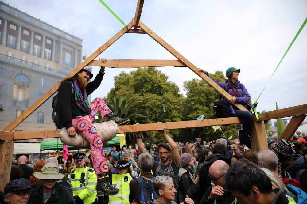 Klimaatbetogers in wêreldwye opstand teen die regering se optrede