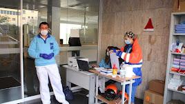 Personal sanitario en la Bola Azul en la realización de las pruebas.