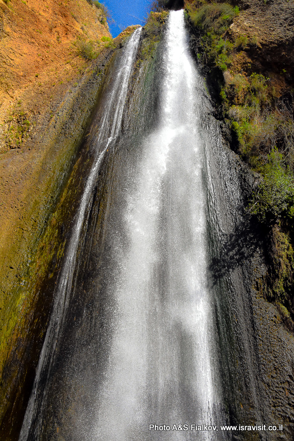 Водопад Ха-Танур. Заповедник Нахаль Аюн. Верхняя Галилея. Израиль.