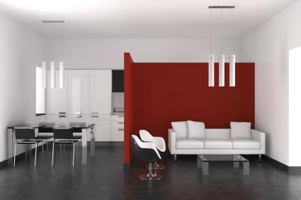 Salon z czerwoną ścianą