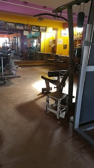 Power Cuts And Curves Gym And Fitness Centre photo 3
