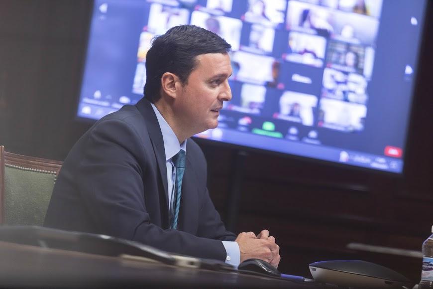 Javier A. García durante el Plenario del Consejo de la Mujer.