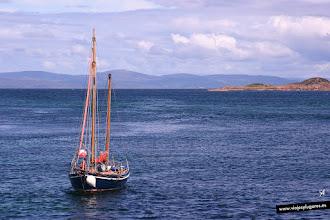 Photo: La Isla de Iona es una pequeña isla del oeste de Escocia, en las islas Hébridas. Era el lugar de enterramiento de los primeros reyes escoceses, los reyes de Dalriada... Isla de Iona, Escocia.