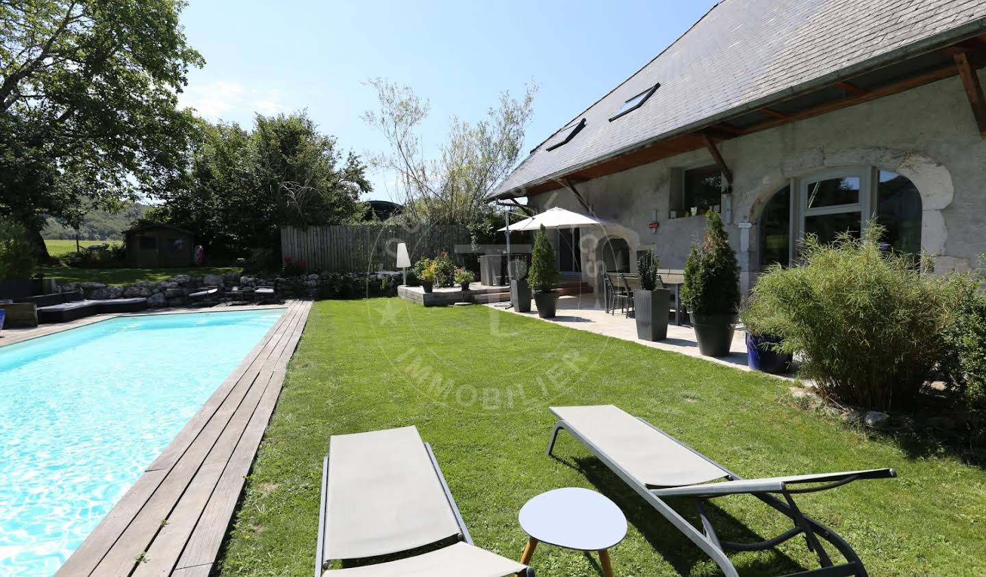 House with pool Cuvat