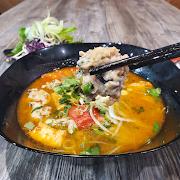 Bun Oc (Tomato & Escargot Rice Vermicelli Noodle Soup)
