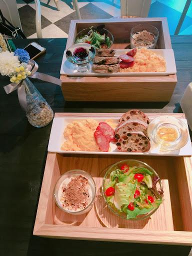氣氛:🌕🌕🌕🌕🌕 餐點:🌕🌕🌕🌑🌑 店內氣氛💯 乾燥花完全中我的心💯 吃完有點空虛😅