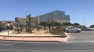Ha sido trasladado al hospital de Torrecárdenas.