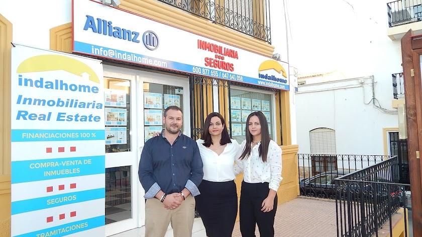 Miguel Gallardo y Paqui Hernández en la Gerencia e Isabel Hernández en Administración.