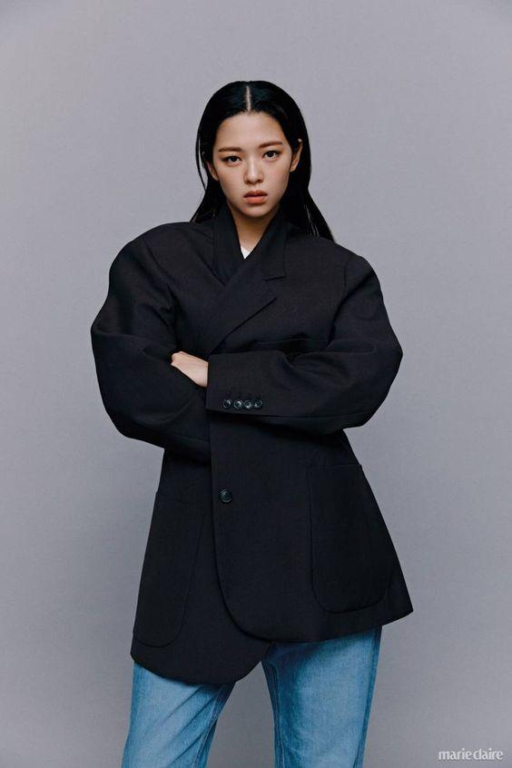 jeongyeon suit 52