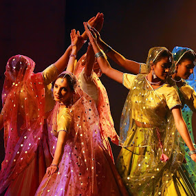 ORIENTAL DANCES by JORGE JACINTO - People Portraits of Women