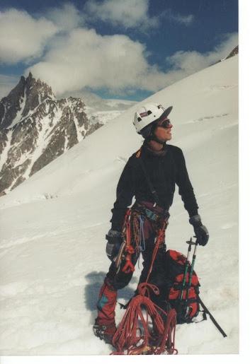 Manu no glaciar des Bossons (ó fondo, a Aiguille du Midi)