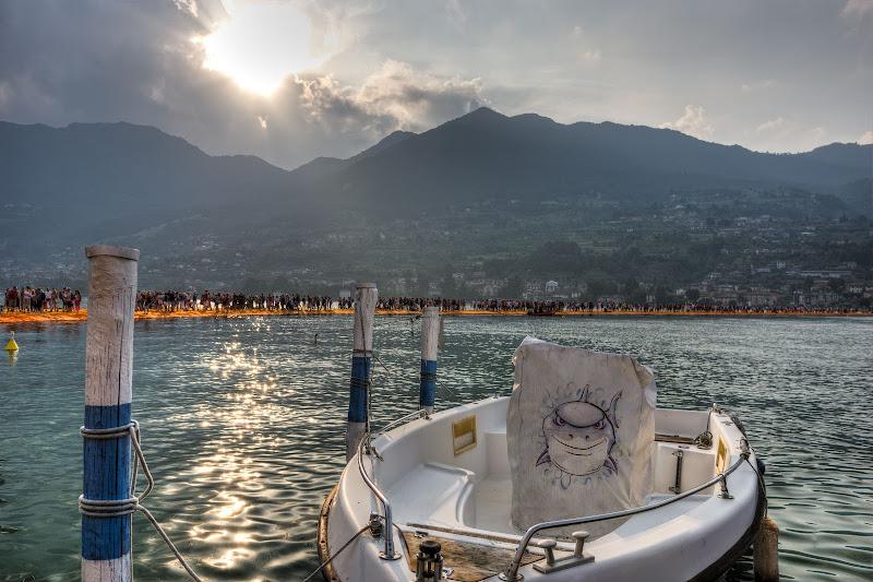 Tanto cibo al floating piers di Roberto Simonazzi
