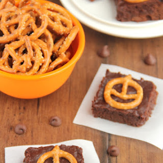 Pumpkin Pretzel Halloween Brownies.
