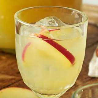 Apple and Ginger Cocktail.