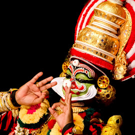 The faces of Chronicler-4 by Vijayanand Kandasamy - People Musicians & Entertainers ( music, face, tradition, dance, kathakali )