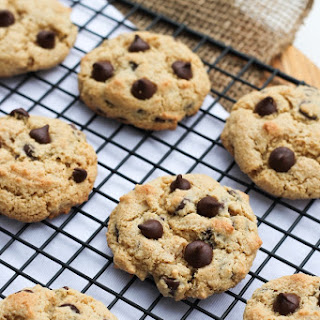 Perfect Vegan Crispy Chocolate Chip Cookies