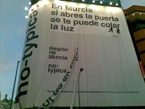 Photo: Nunca habia visto la Region de Murcia tan grande en Madrid.Vaya pedazo de lona en el punto + turistico de la capi!