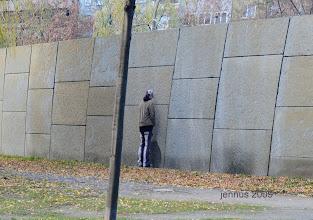 Photo: Die Mauer muß weg