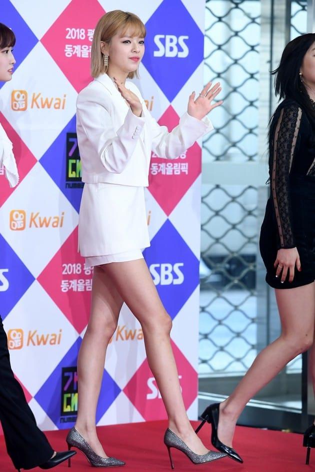 jeongyeon legs 4