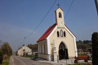 Photo: kaplička v obci Debowiec
