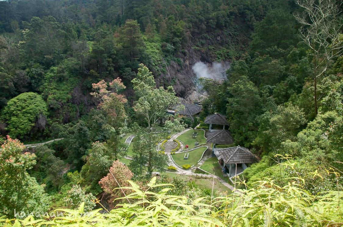 Kawah yang berada di lembah Sungai Panjang