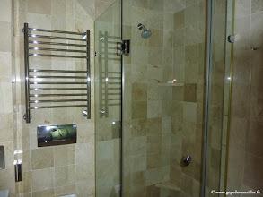 Photo: #021-La salle de bains du Vineyard Hotel & Spa à Cape Town.