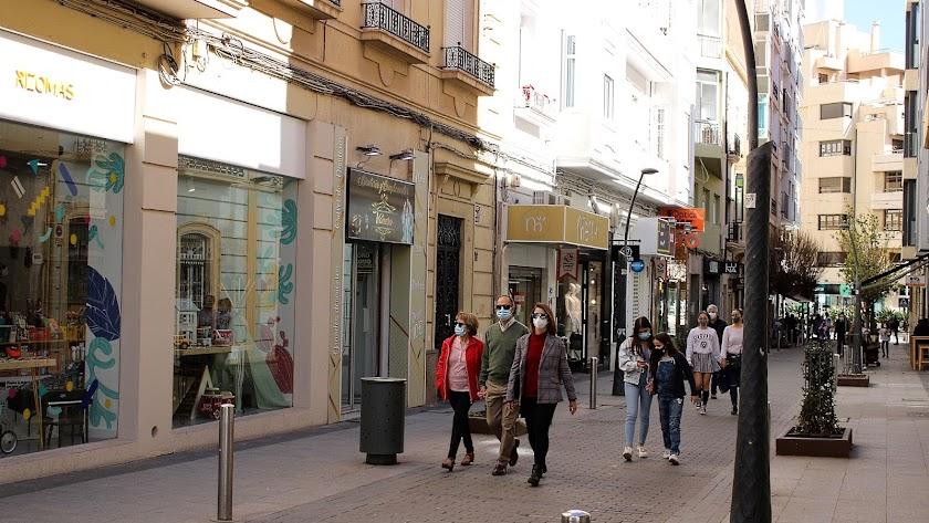 Una calle comercial de Almería.