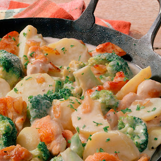 Kartoffelpfanne mit Hähnchen und Broccoli