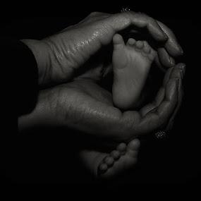 @nikontop@nikon_portrait @nikonforever @nikon_owners @nikon_photography_ @nikoneurope @nikontop @nikontop_ @_.nikon_photography @nikonphotography_ by Sue Tydd - Babies & Children Hands & Feet ( nikontop, nikonphotography, nikon_photography, nikond5200, nikonphoto,  )