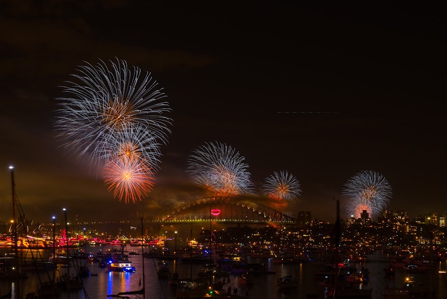 Fireworks Sydney new year eve 2013 by Chaiwat Leelakajonkij รักในหลวง - News & Events Entertainment ( eve, 2013, nsw, house, new, habour, australia, fireworks, opera, bridge, celebration, years, sydney, aussie )