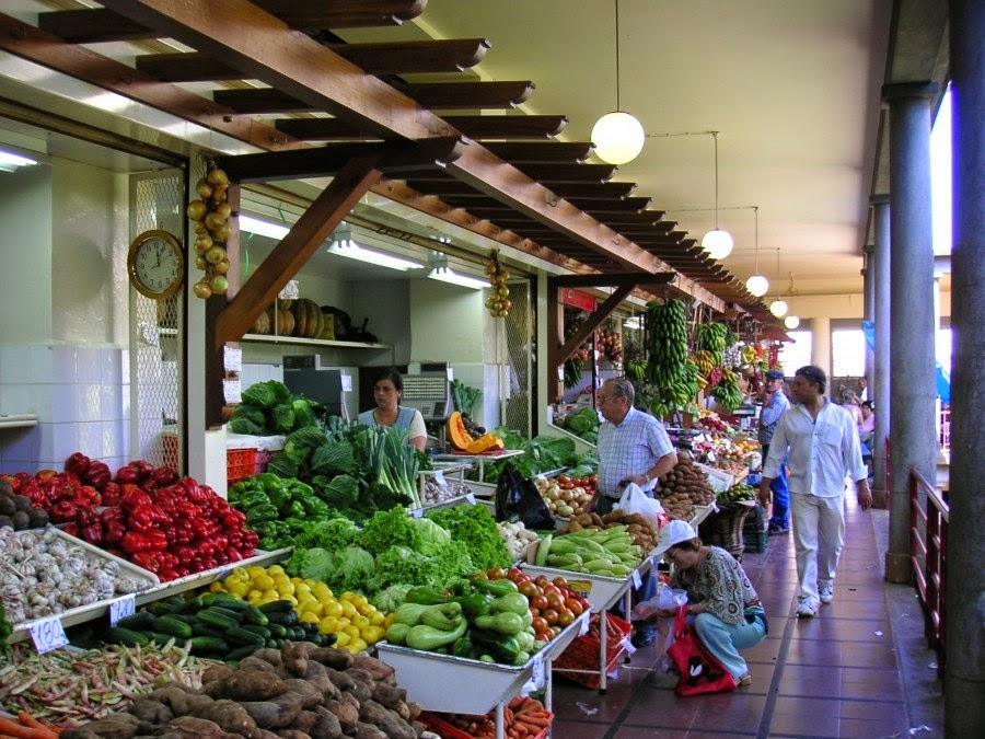 Lekker eten op Madeira begint met al het prachtig verse aan groente en fruit dat de markt te bieden heeft.