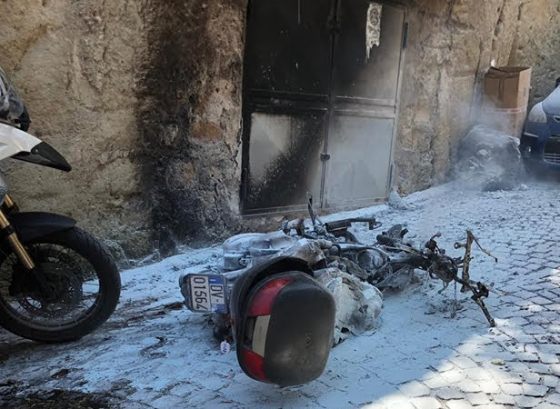 Quel che resta dello scooter di Borrelli