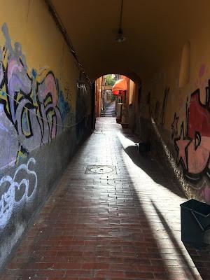 Il corridoio,poi le scale. di PasqualeDeBellis