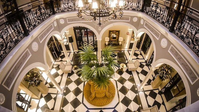 Imagen de la entrada a la Casa Palacio María Luisa.