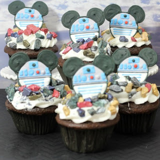 Celebrate the new Star Wars movie with these super cool R2D2 Mickey Cupcake