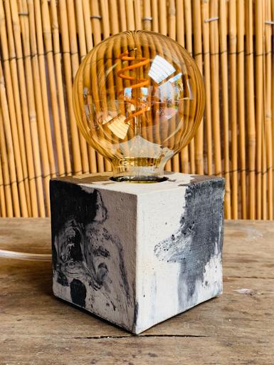 lampe socle béton effet marbré anthracite forme cube