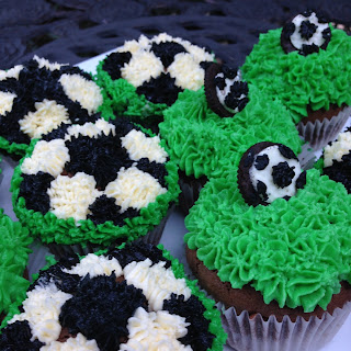 SUPER EASY CHOCOLATE SOCCER CUPCAKES