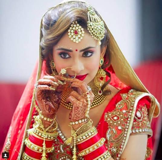 Ambika-Pillai-top-bridal-makeup-artists-in-india_image