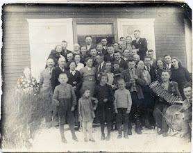 Photo: Šakinio Justino vestuvės. 1942 m. Nuotrauka iš Juozo Šakinio asmeninio archyvo.