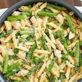 Creamy One-Pan Chicken Asparagus Pasta.