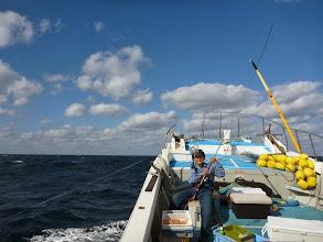 """Photo: 船を横に張れず、釣りにくい""""クマガイさん""""。"""