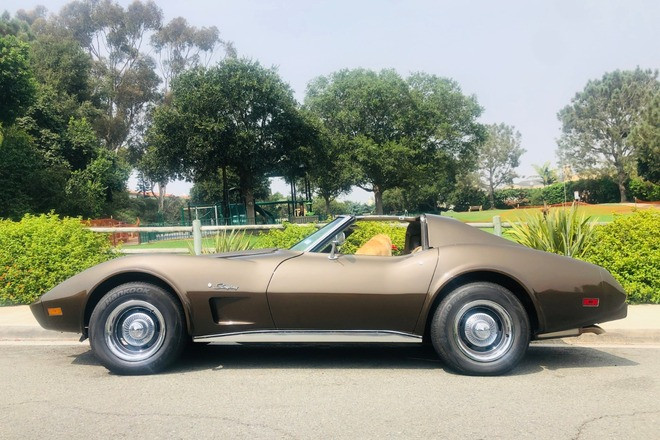 1976 Stingray - T-top Corvette Hire San Diego