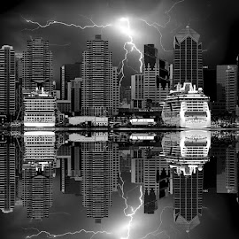 San Diego harbour by Gérard CHATENET - Black & White Buildings & Architecture