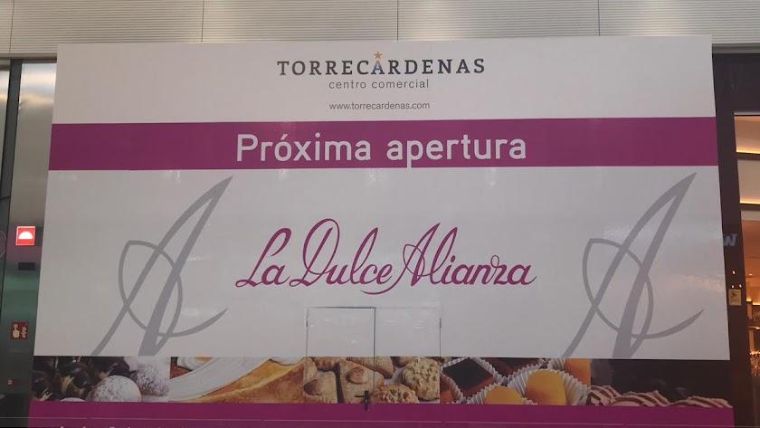 Cartel que anuncia la próxima apertura en el C.C. Torrecárdenas