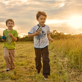 Run by Gregg Eisenberg - People Fine Art ( nature, boys, children, twinns, filed )