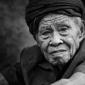 kajang chieftain by Alamsyah Rauf - People Portraits of Men ( people )