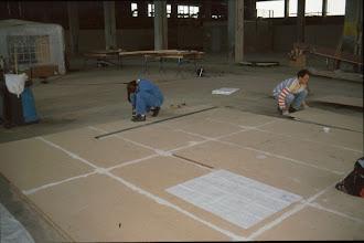 Photo: Inga und Werner beim Aufzeichnen des Schnürbodens The drawing loft