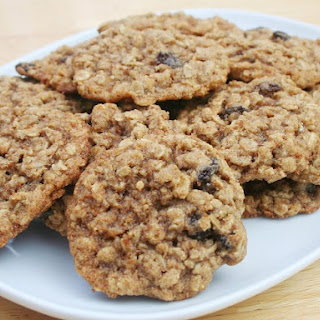 Crunchy Oatmeal Raisin Cookies