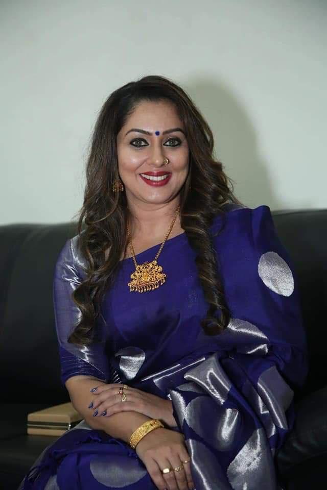 Sreeya Ramesh latest saree photos Navel Queens